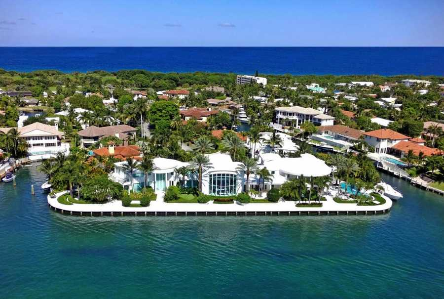 This spectacular, double point peninsula compound & mega yacht compatible estate is situated within one of East Boca Raton's most desirable and prestigious waterfront communities. Begin your tour now.