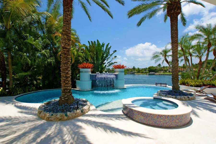 Sparkling pool and jacuzzi looking over the Intracoastal.