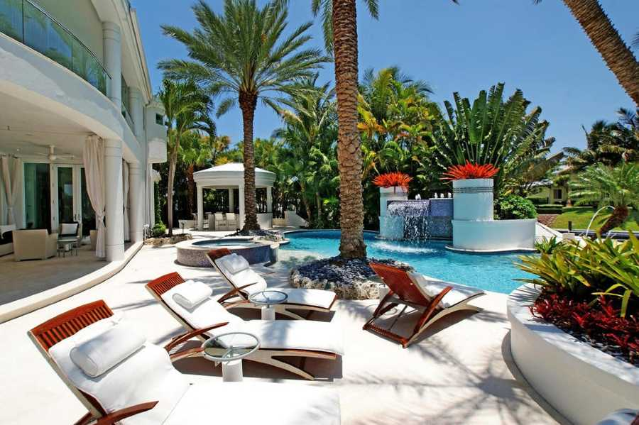 Expansive outdoor space for entertaining and sun tanning.