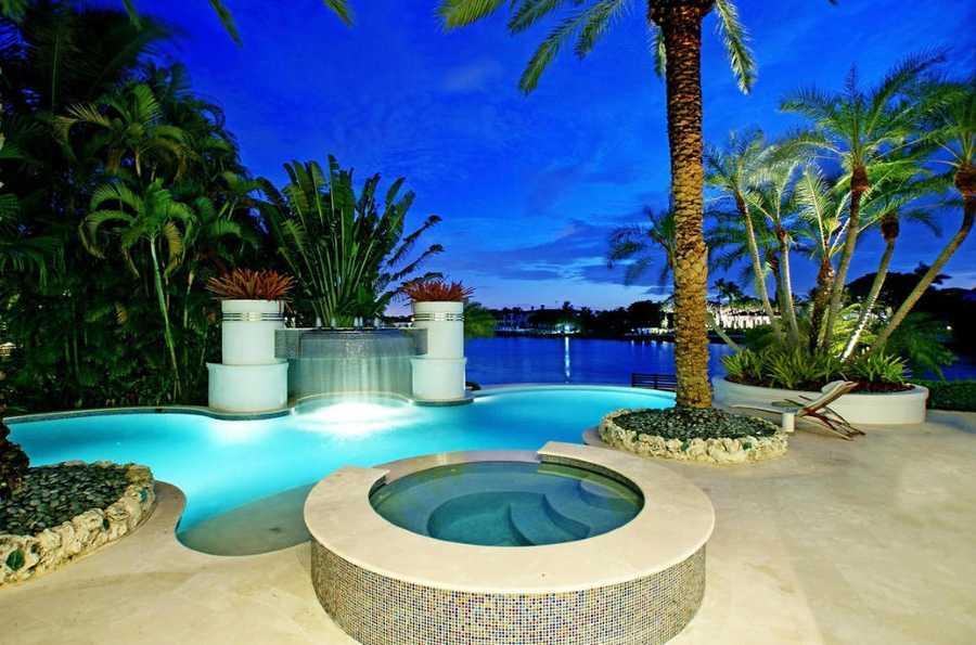Night side view of the pool and jacuzzi.
