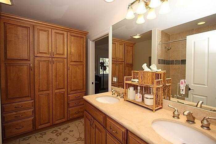 Second en suite bathroom--it also has a dual sink vanity.