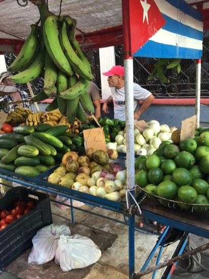 Havana fruit cart limes $3, tomatoes $7 LB. I ask where are the customers... Response no one has money. - Tweet & photo via Todd McDermott on Twitter.