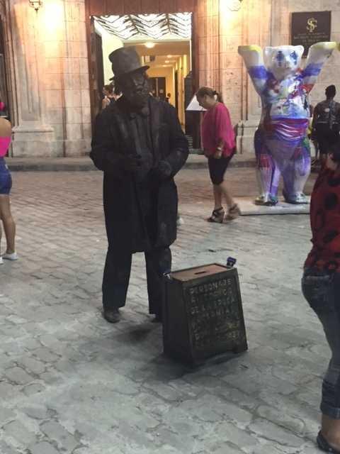 Living statue in old Havana.