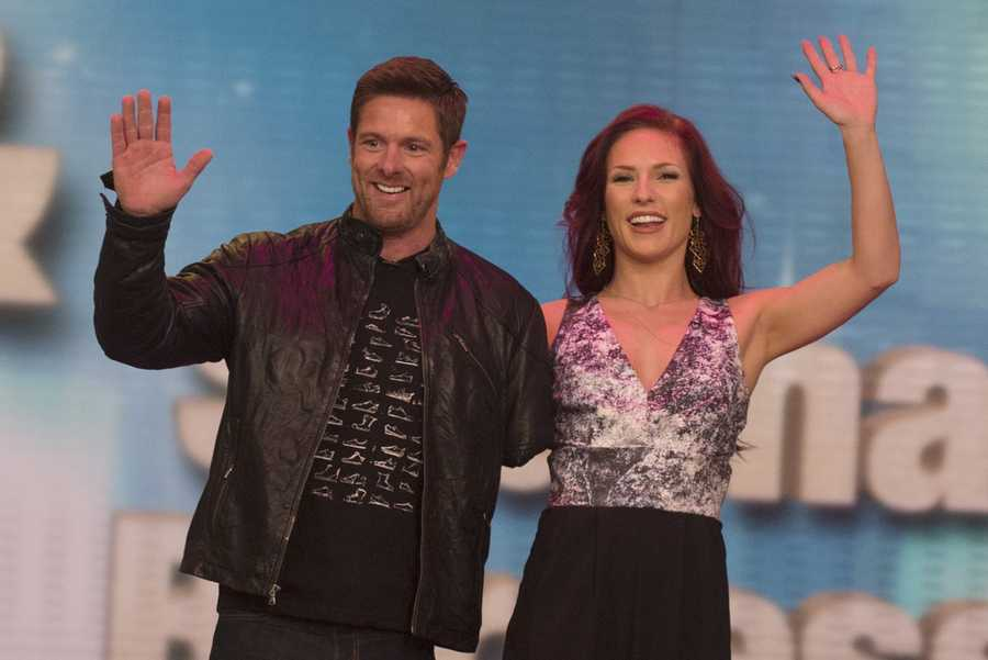 War veteran and motivational speaker Noah Galloway joins Sharna Burgess.