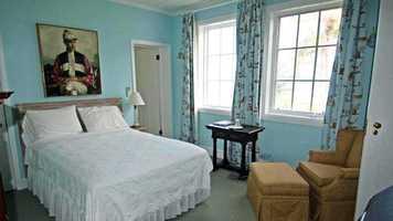 A quaint bedroom perfect for guests.