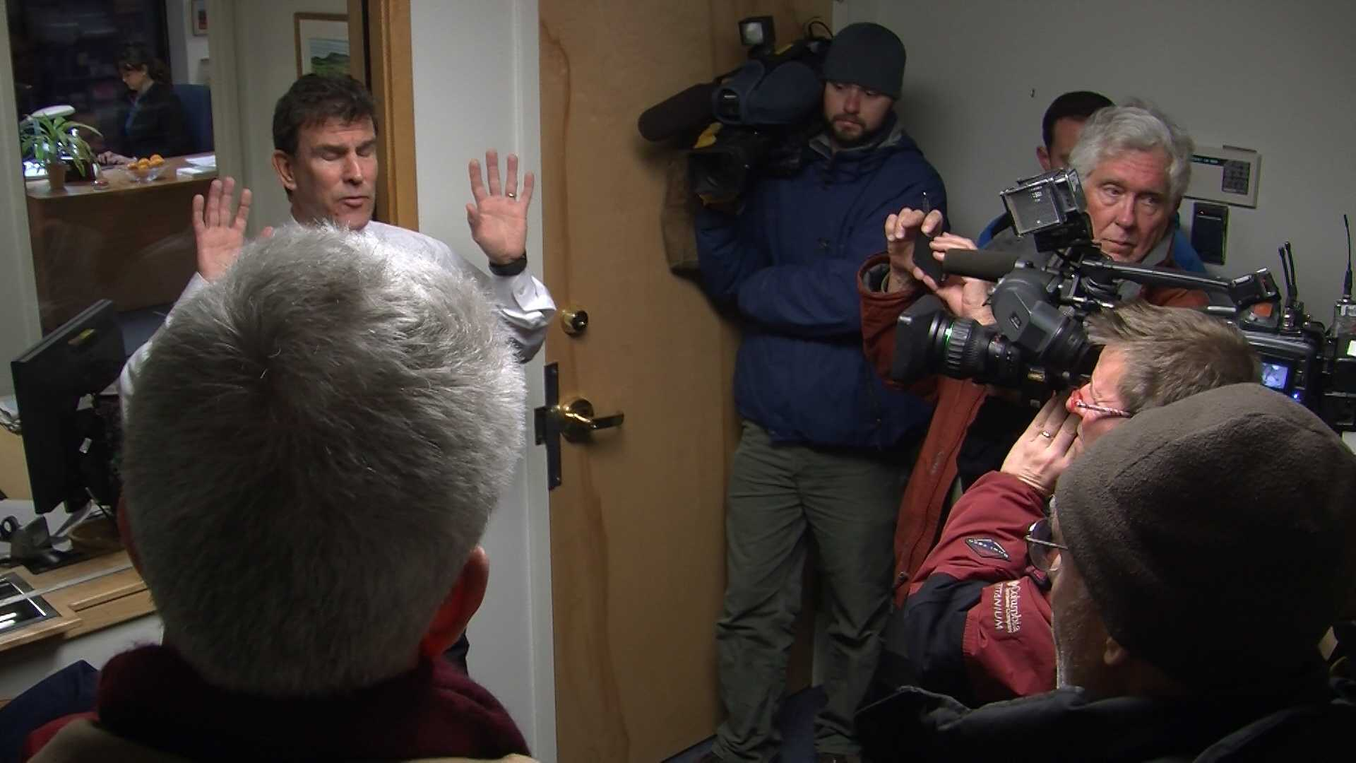 121212 F-35 opponents swarm Sen. Leahy's office - img