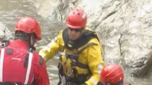 04-10-13 Vermont firefighters sharpen their river rescue skills - img