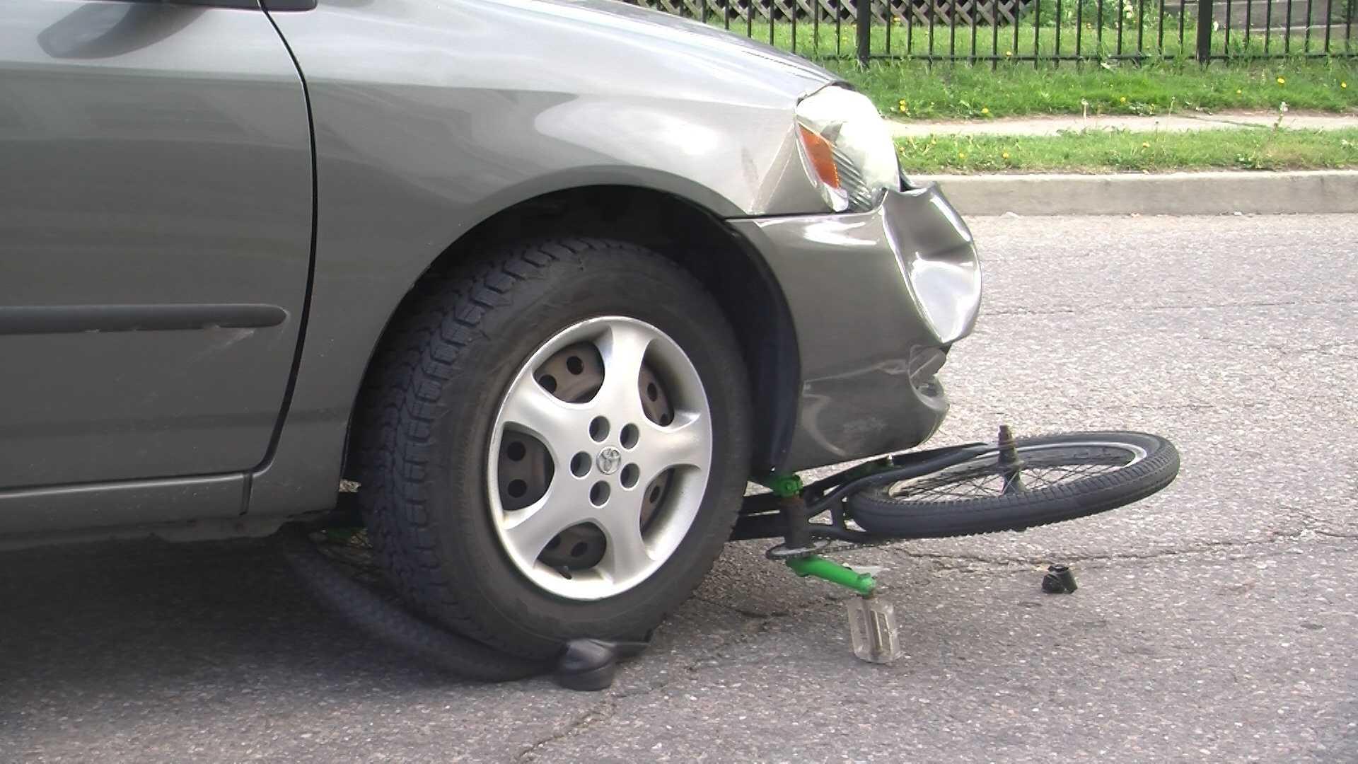 05-12-13 Car hits biker in Winooski - img