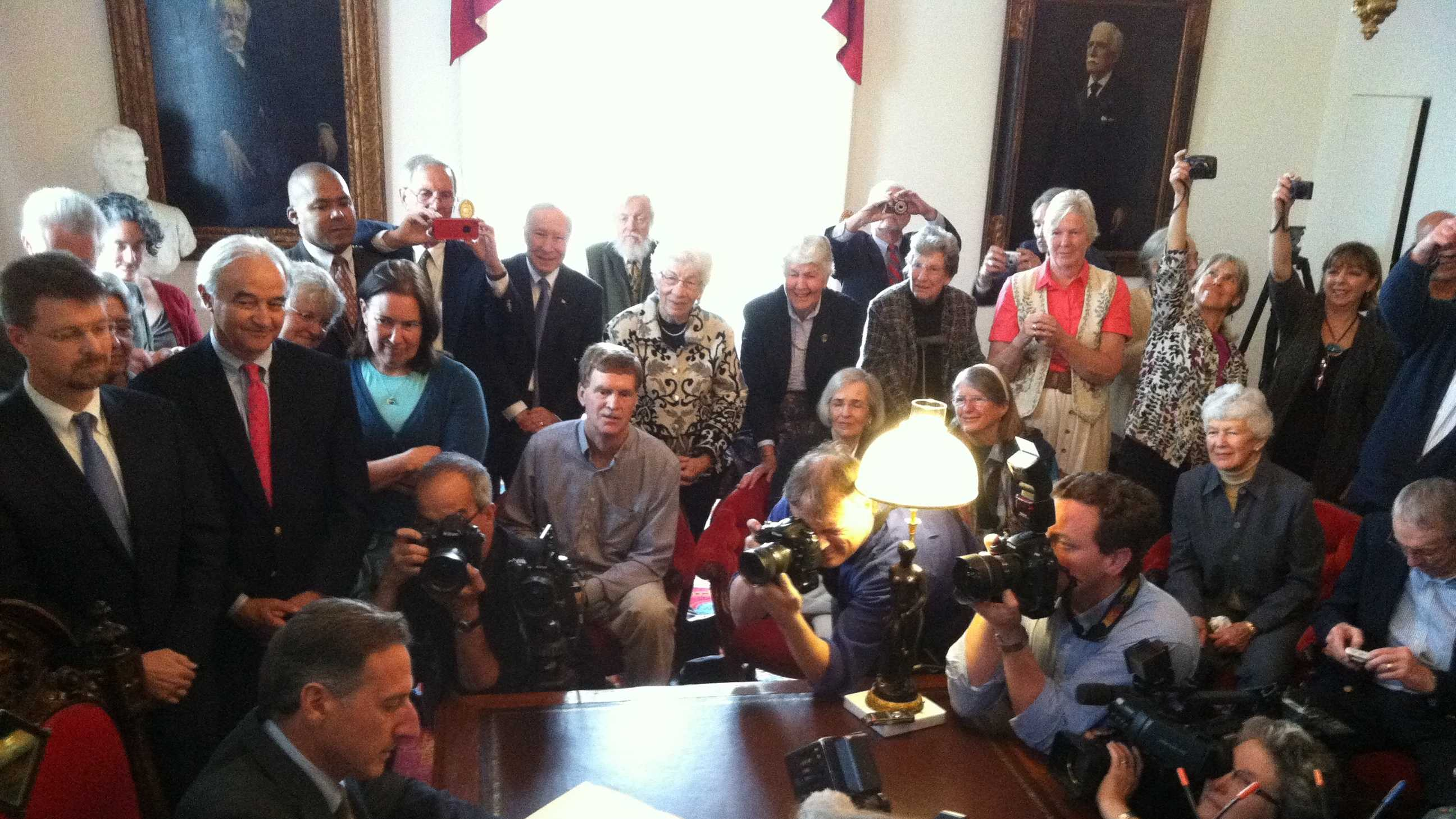 05-20-13 Vt. assisted suicide bill signed into law - img