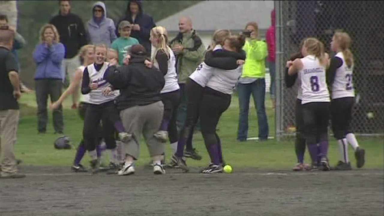 Oxbow walks off winners and advances to title game
