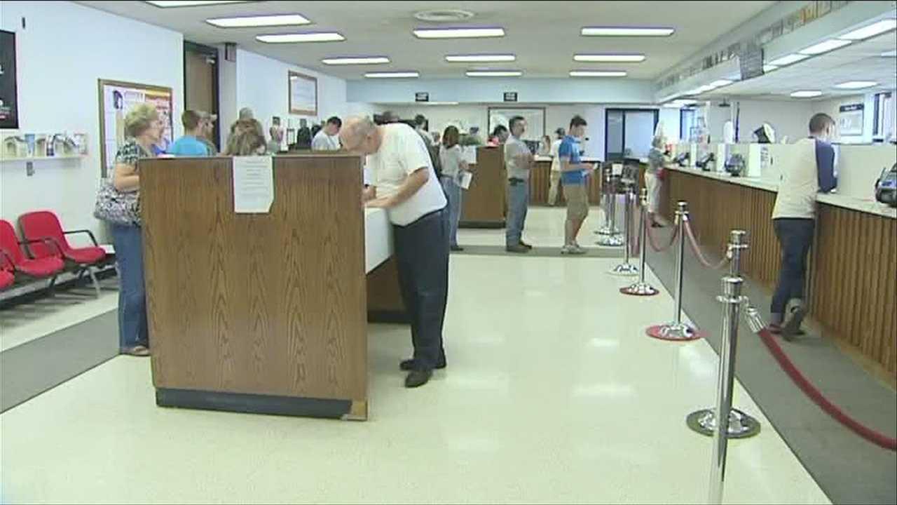 07-30-13 Computer glitch brings DMV to halt Monday - IMG