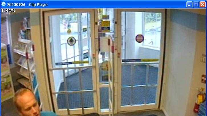 09-10-13 Police: Credit card stolen, thief caught on camera - img (1)