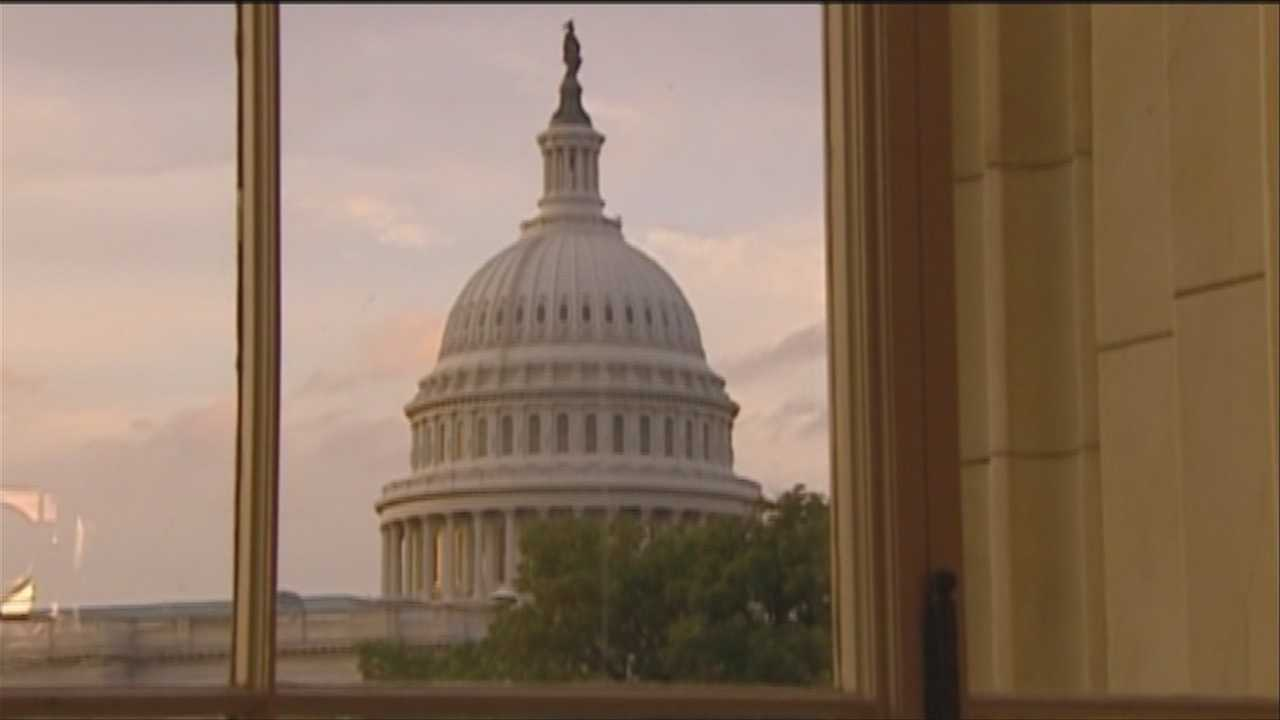 Senators, Facebook fans weigh in on gov't shutdown