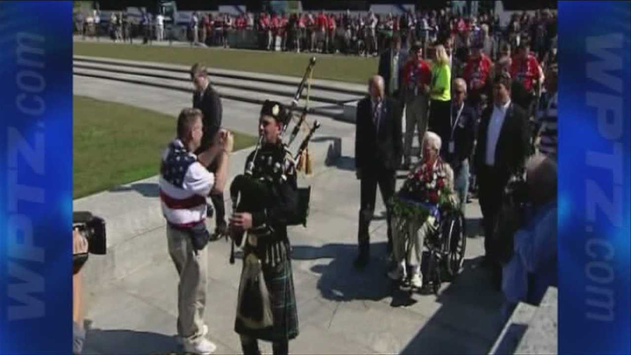 Veterans storm Word War II memorial