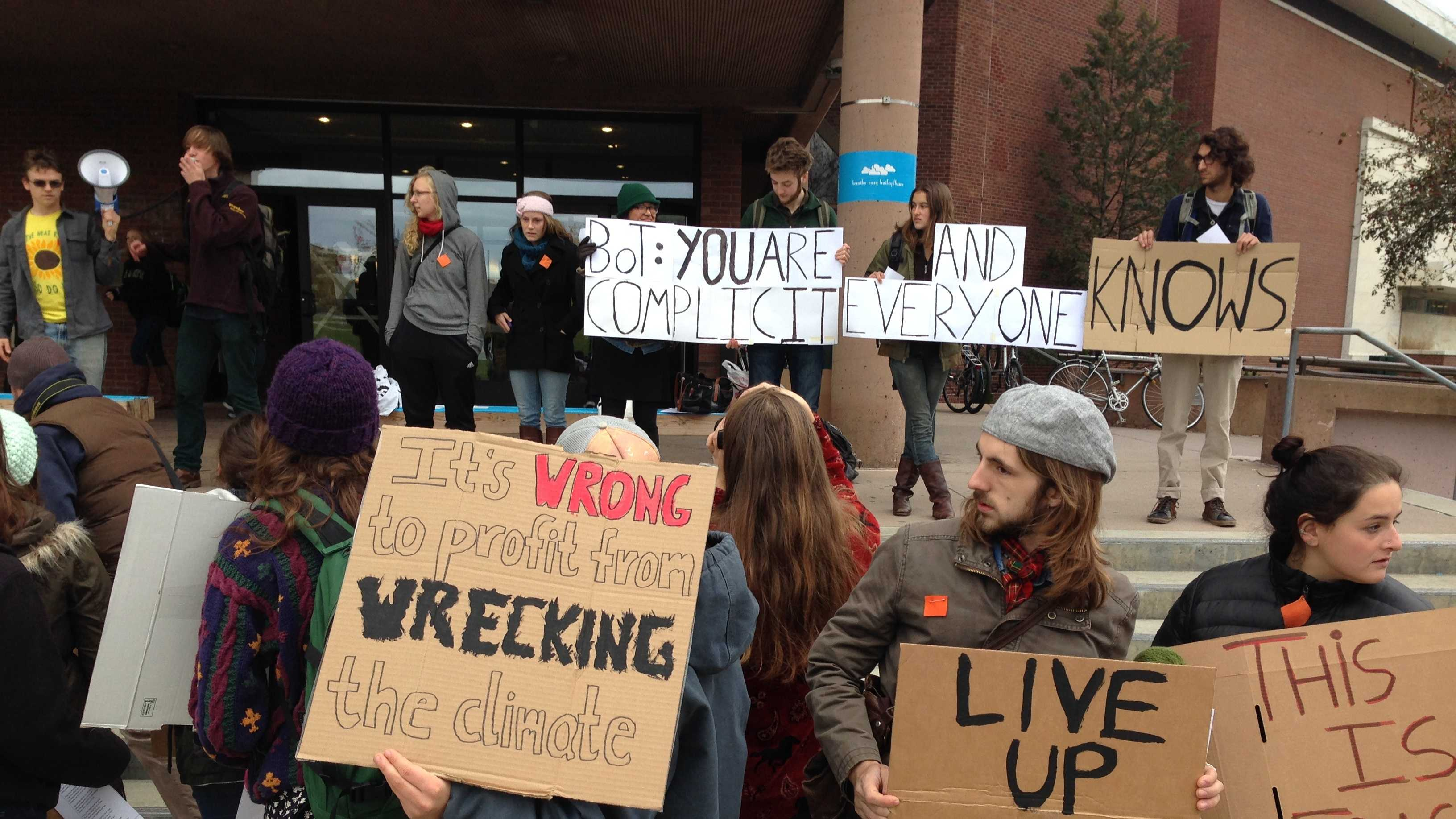 UVM students push divestment - img