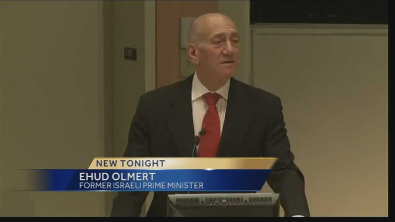 img-Ehud Olmert visits Dartmouth