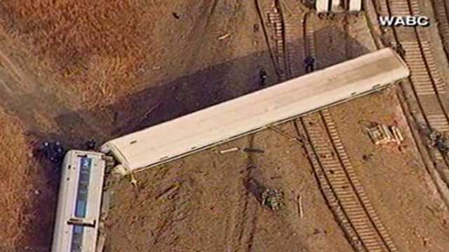 Passenger train derails in New York 9