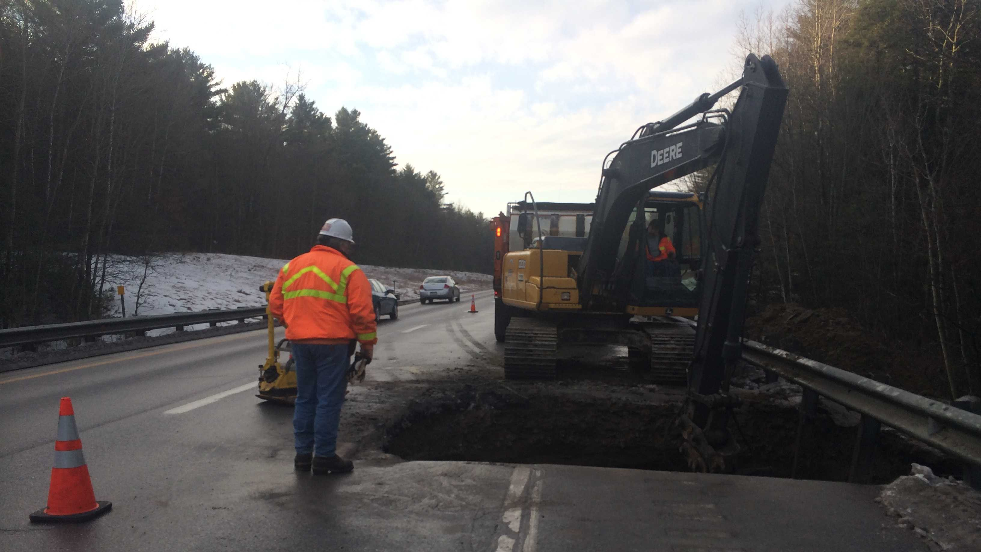 Sinkhole shuts down part of I-89