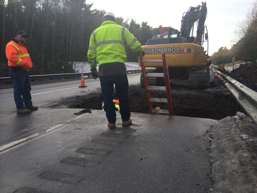A sinkhole on the southbound side of Interstate 89 in Milton has forced road crews to close the travel and breakdown lanes.