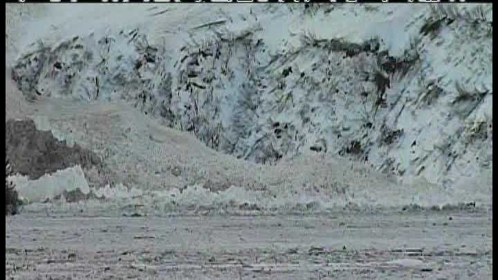 img-Avalanches block Alaskan highway