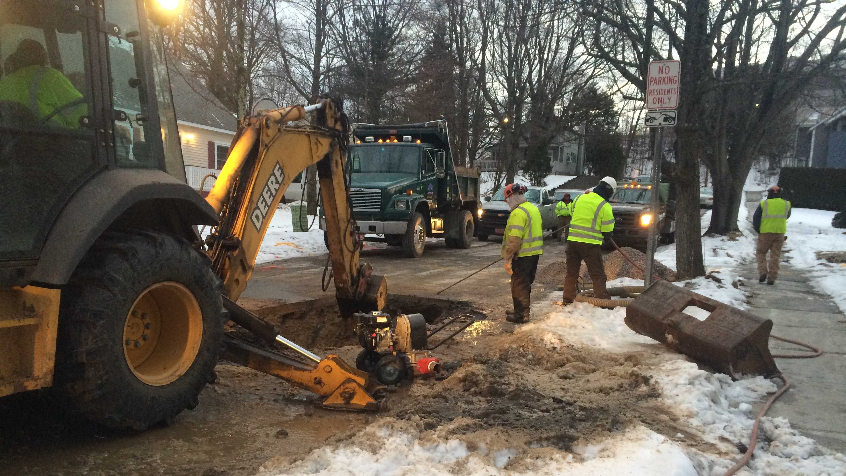 2-3-14 Crews fixing another downtown water main break - img