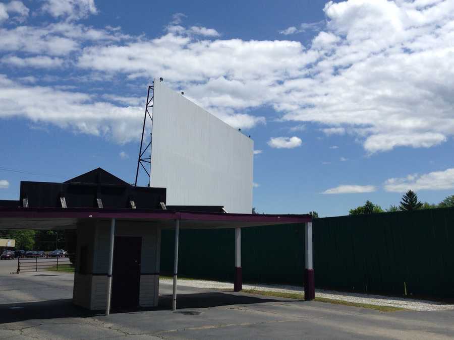 The owner of the Sunset Drive-in in Colchester, Vermont has opened a movie-themed motel next door to the outdoor movie screens.