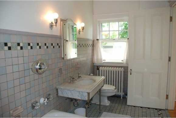 This is the en suite bathroom of a guest bedroom.