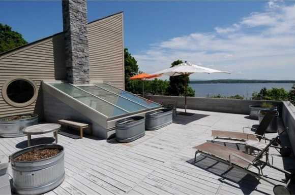 On the estate's broad roof top you can take in the sun rays and incredible views.