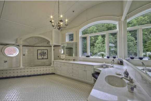 The en suite bathroom in this bedroom takes advantage of the awesome natural views surrounding the mansion.
