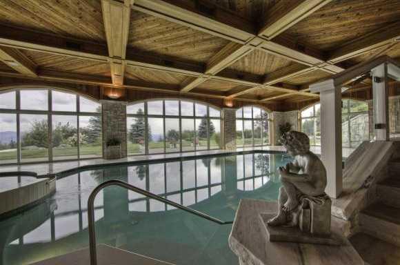 Glamorous indoor pool and jacuzzi.