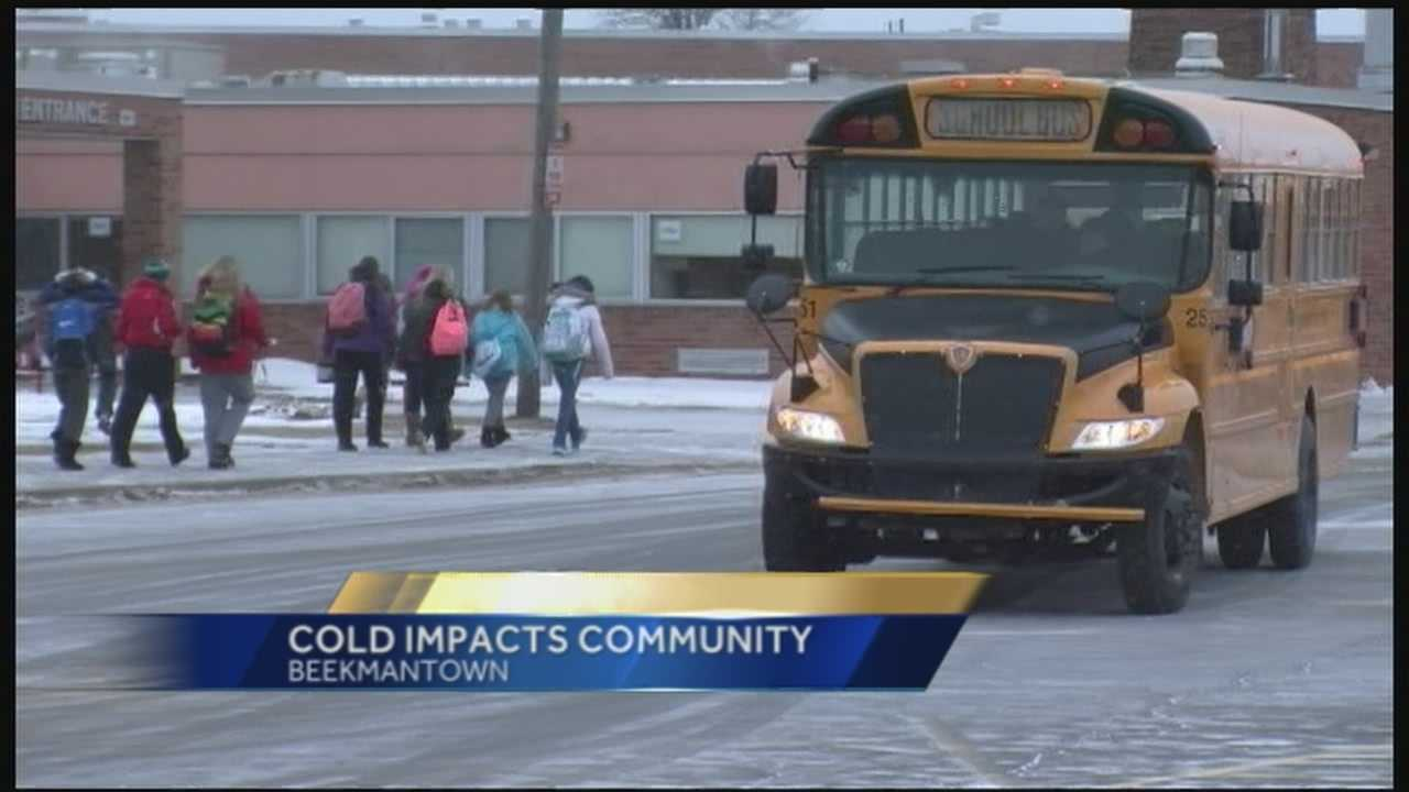 Hundreds of schools delayed or cancelled Thursday