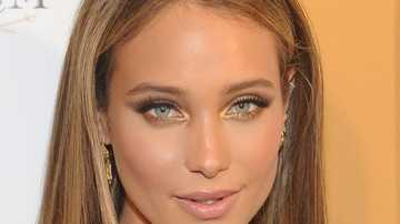 Hannah Davis graces cover of Sports Illustrated