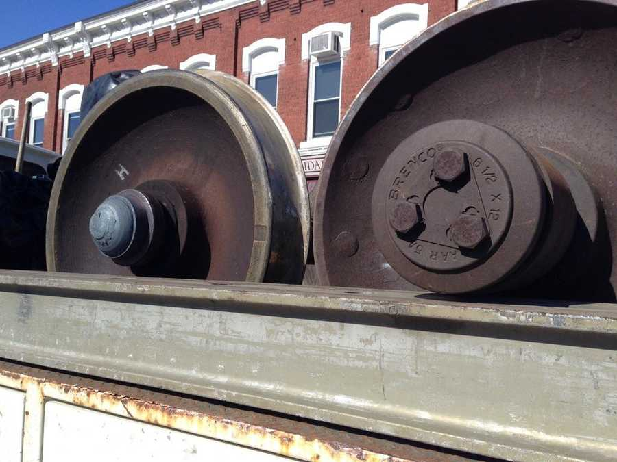 Train wheel on right is how bearing is supposed to look. One on left is broken, completely gone.