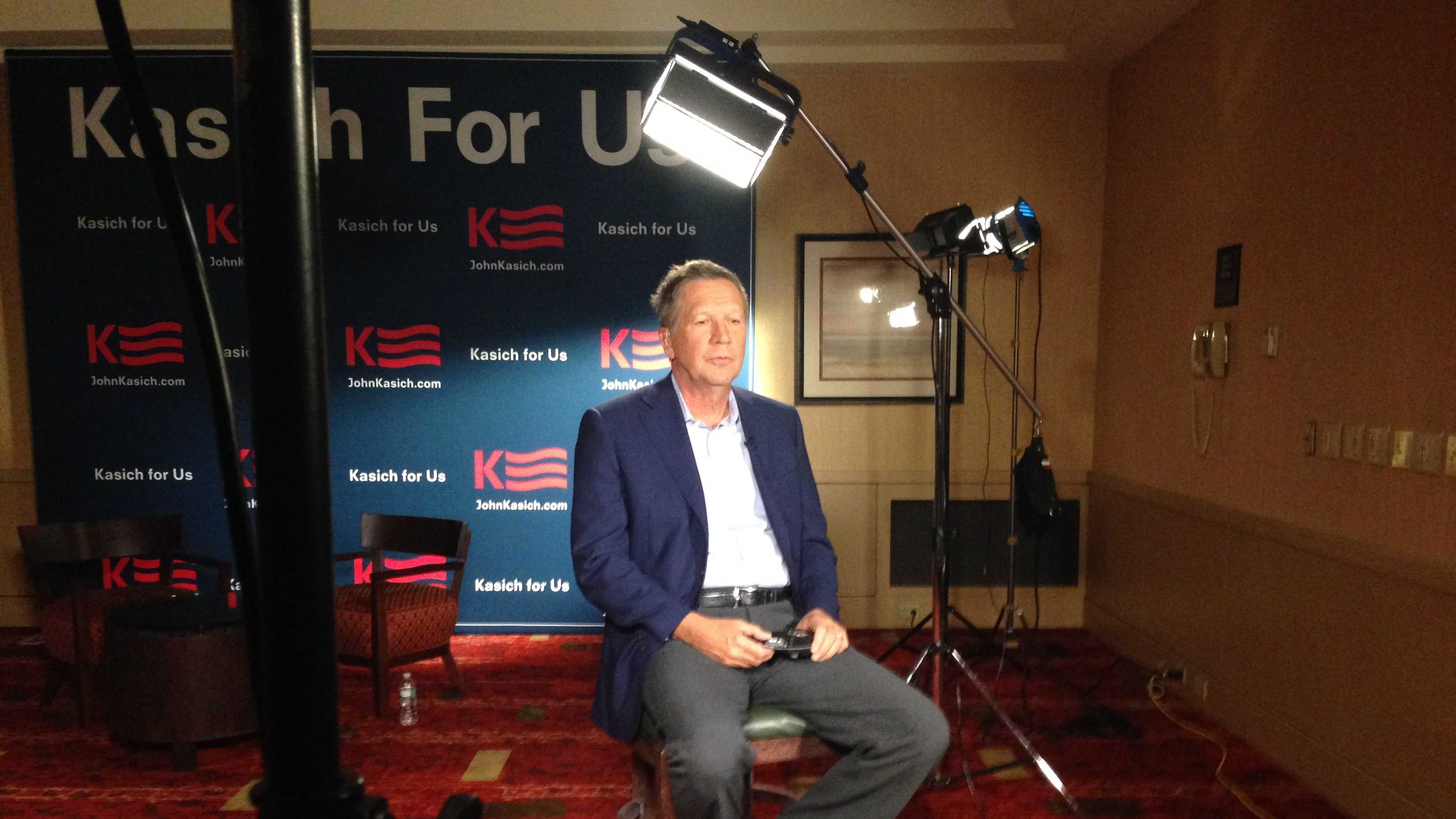Ohio Gov. John Kasich conducts a satellite interview before heading downstairs to a Vermont GOP event at the Burlington Hilton Friday evening.