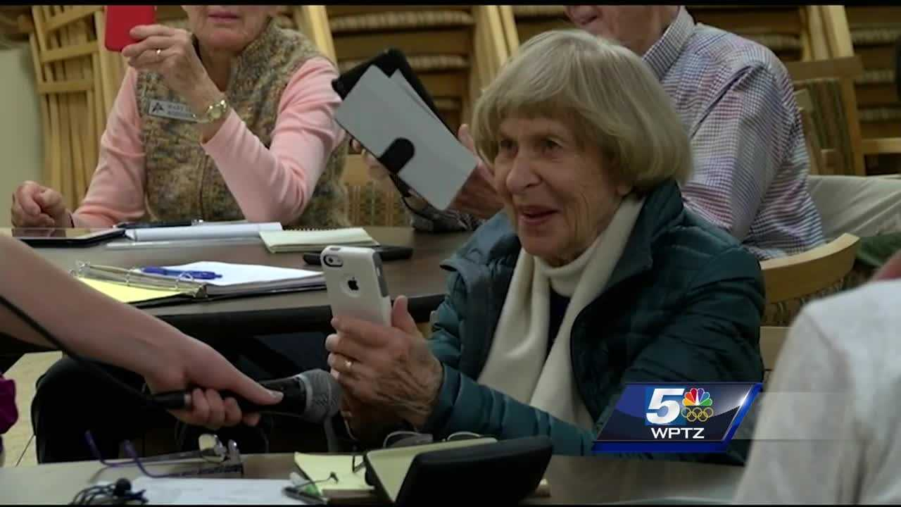 img-Teaching Seniors How To Selfie