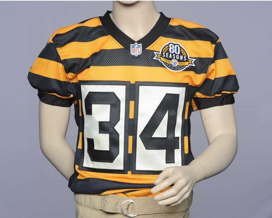 A player's number is featured in black on top of white on the front and back of his jersey.