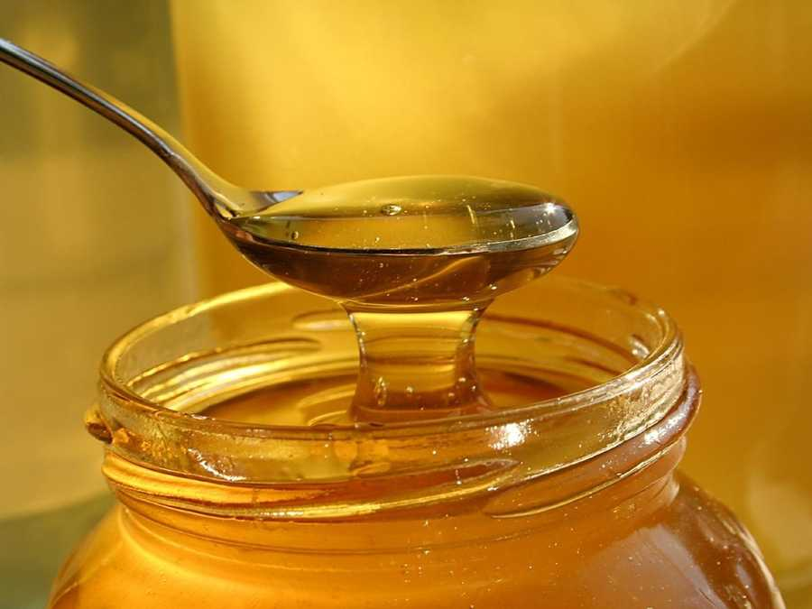 Doctors say to apply warm honey to a minor cut or mild burn, then put a gauze bandage on top and remember to change the dressing daily.