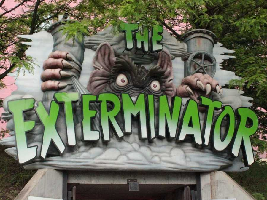 The Exterminator is an indoor spinning mouse roller coaster. This coaster has heavily themed scenery, even in the line.