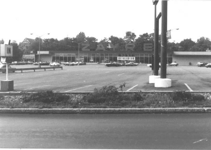 1970s - The Zayre plaza on Route 22 enters the '70s.