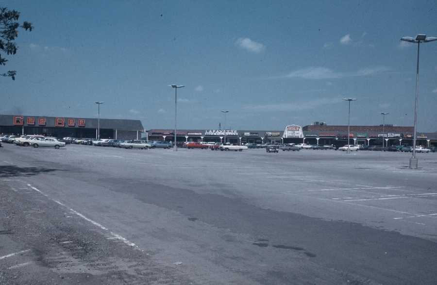 1970s - Jonnet Plaza, near Route 22 and Center Road.