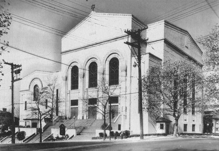 The original Squirrel Hill building of Beth Shalom was expanded in 1931 to create a larger main sanctuary.