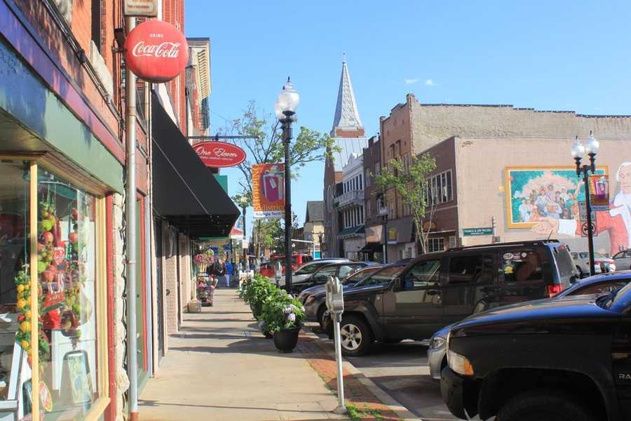 Small shops continue to flourish along Pennsylvania Avenue in the downtown historic district.