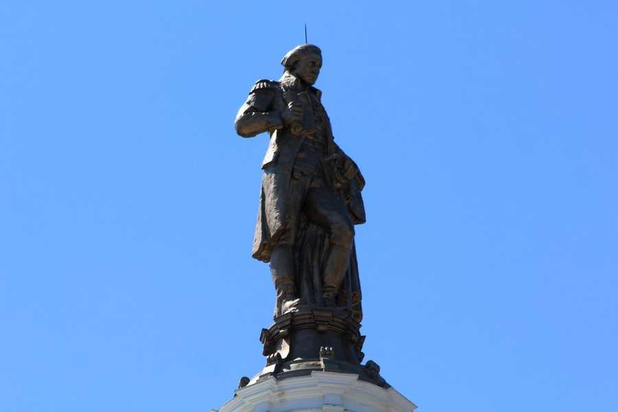 A look at the statue of George Washington on top of the courthouse today.