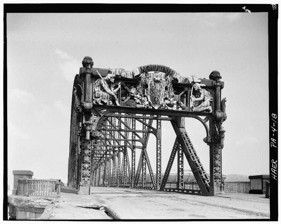 April 1970. South portal - North Side Point Bridge, Spanning Allegheny River at Point of Pittsburgh
