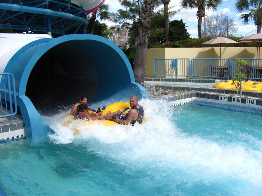 Wet 'n Wild, Florida: Beer is available for purchase at locations around the water park.