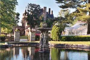 Enjoy a world of luxury and elegance at the Buhl Mansion Guesthouse & Spa.