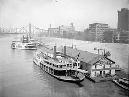 The Levee from the Smithfield Bridge, and the Wabash Bridge in the distance. Photo is from 1905 - 1915.