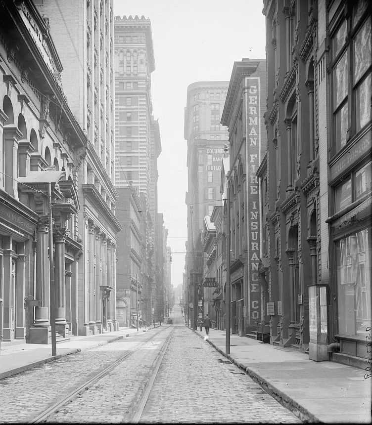 Along Wall Street in Pittsburgh between 1900 and 1910.