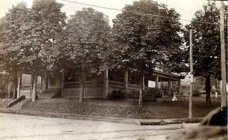 September 1912: A look at the home of Chester & Carrie Sensenich, on the NW corner of Oak Street and Pennsylvania Avenue.