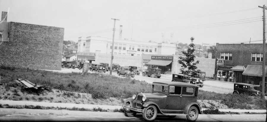 The Beverly Road shopping district began in 1925 with a gasoline service station and quickly grew to include bakeries, groceries, pharmacies, jewelry stores, gift shops, and ice cream parlors.